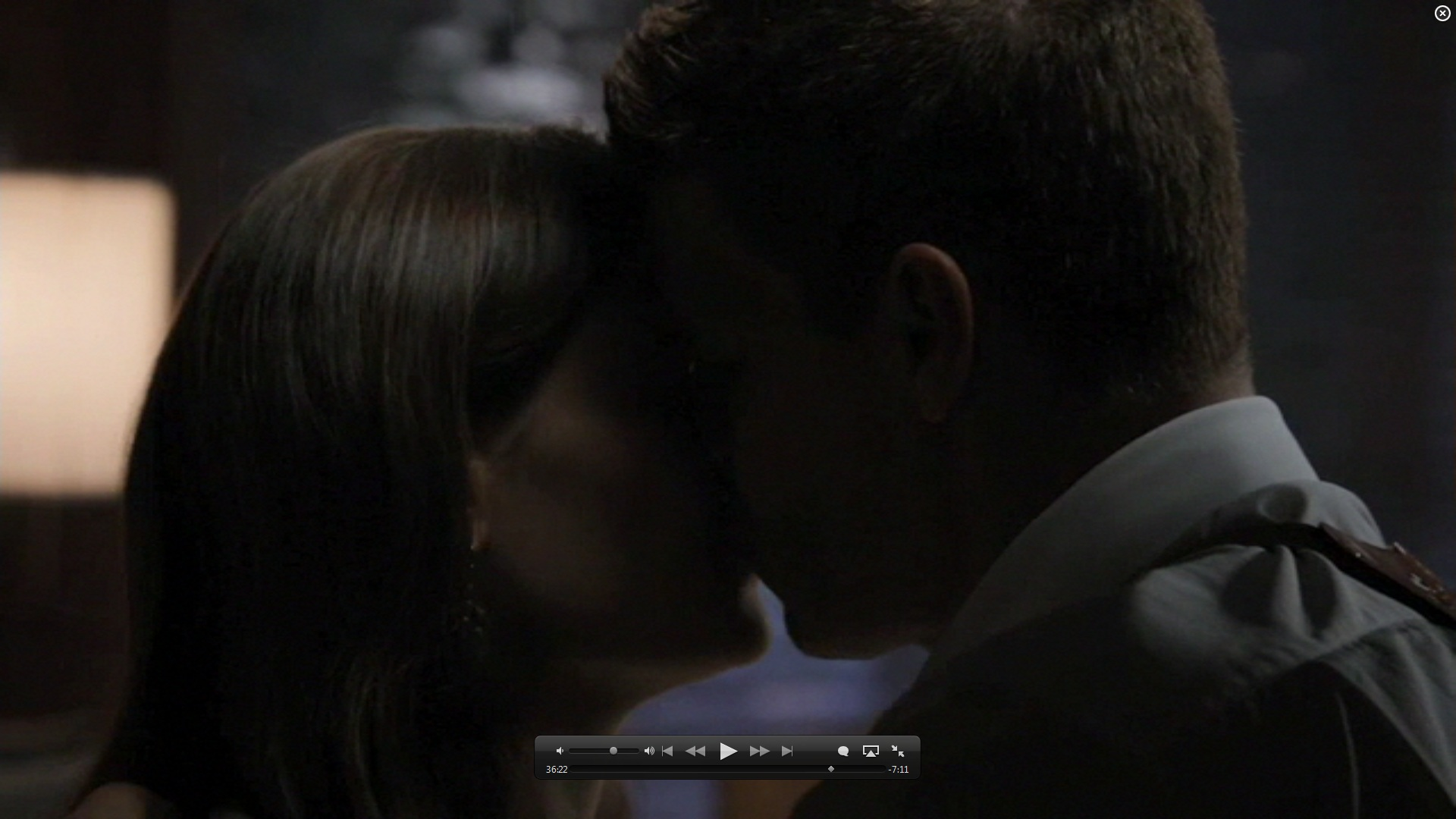 7x01 kiss booth and bones image 26582103 fanpop