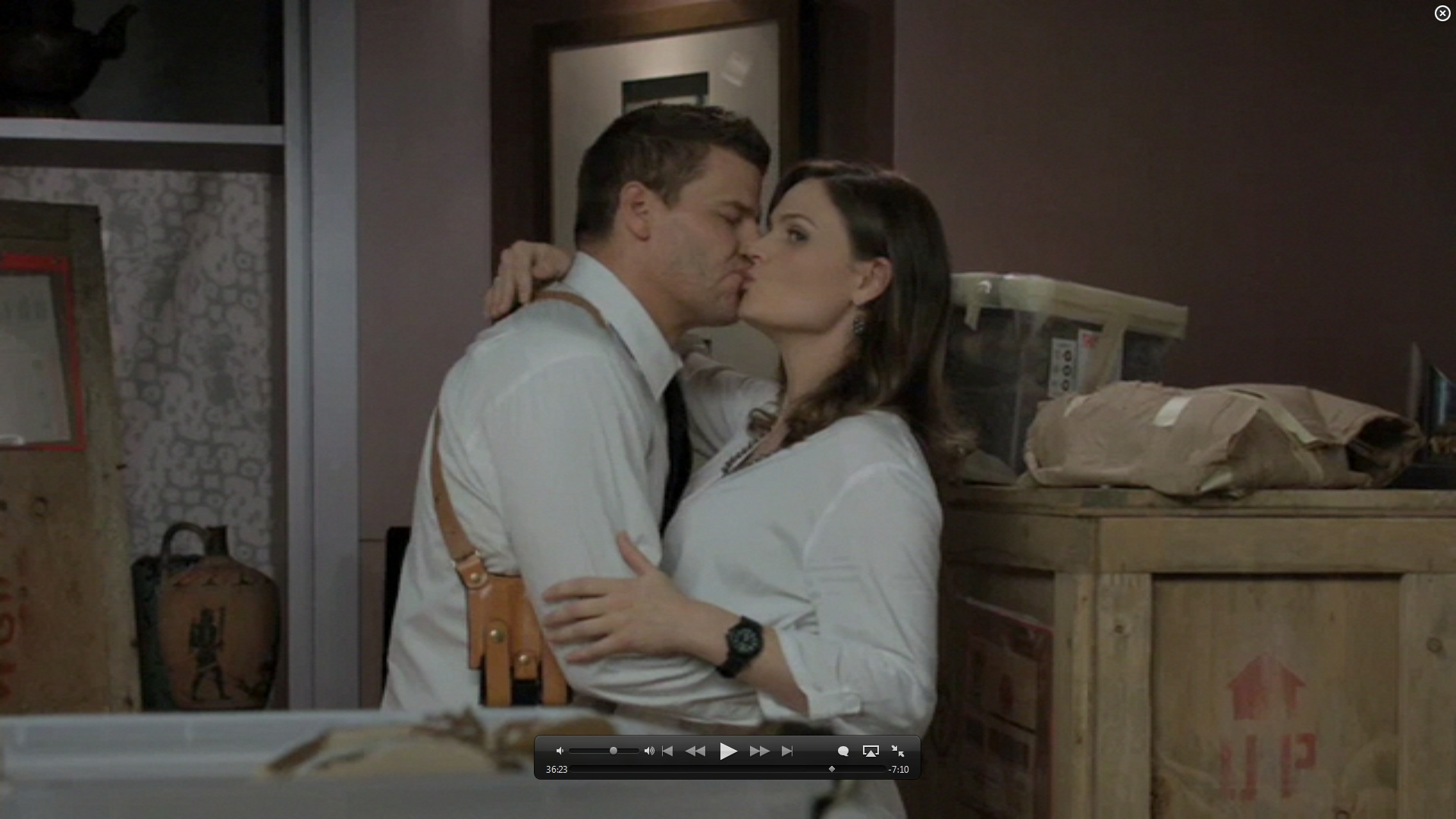 7x01 kiss booth and bones image 26582129 fanpop