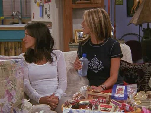 8x02 - The One With The Red Sweater - monica-and-rachel Screencap