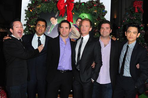 Harold & Kumar wallpaper with a business suit entitled Cast & Crew @ the Premiere of 'A Very Harold & Kumar 3D Christmas'
