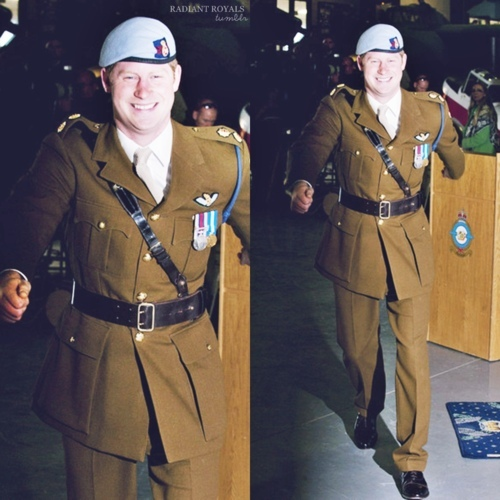 Prince Harry of Wales Hintergrund containing a green beret, uniform, regimentals, kampfanzug, schlachtkleid, and schlacht-kleid entitled Harry
