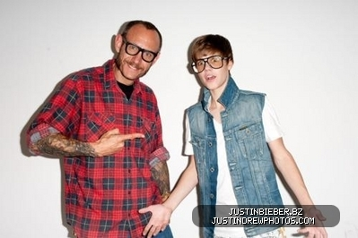 Teen Idols Hintergrund probably containing a well dressed person, an outerwear, and a shirtwaist called JB <3