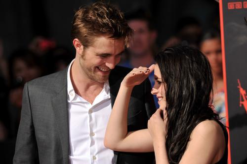 Kristen & Rob's Hollywood Handprints Ceremony [HQ]