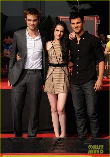 Kristen Stewart & Robert Pattinson: Hand and Footprint Ceremony!
