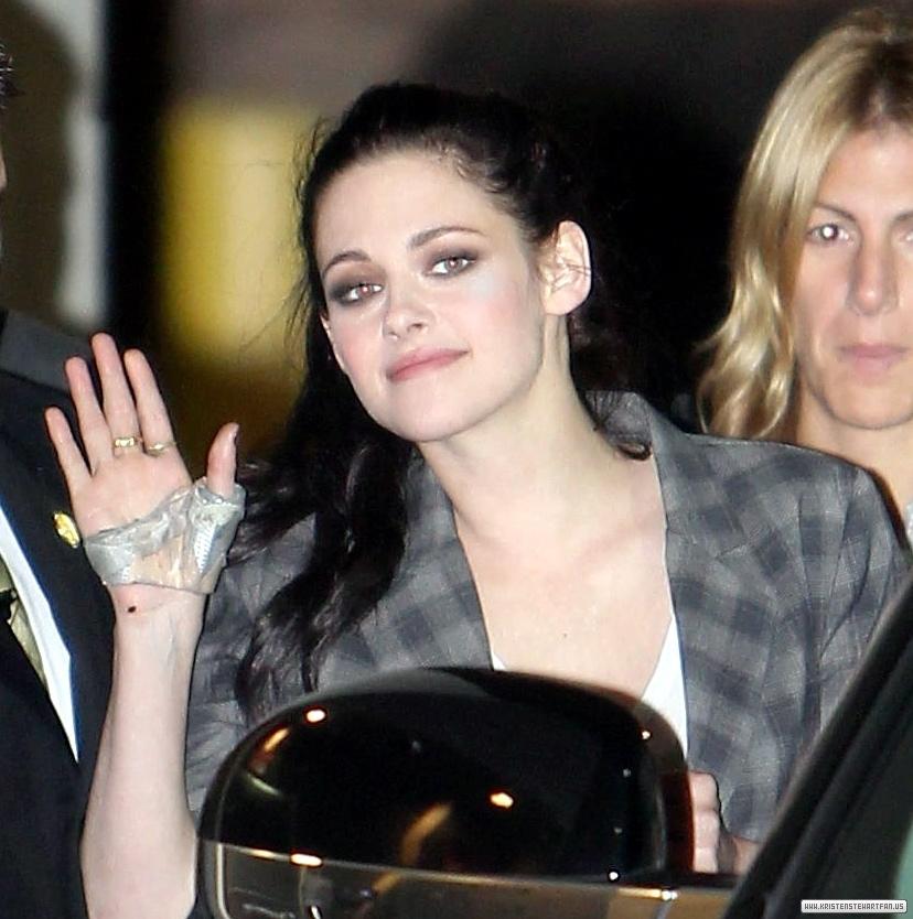 Kristen Stewart leaving Jimmy Kimmel show in Hollywood - November 3rd, 2011. - kristen-stewart photo