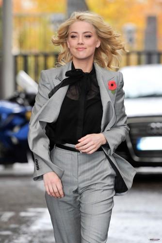 Leaving ITV Studios in Londres (November 4th)