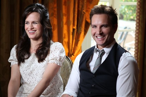 New Access Hollywood pic of Elizabeth and Peter [Breaking Dawn promotion]