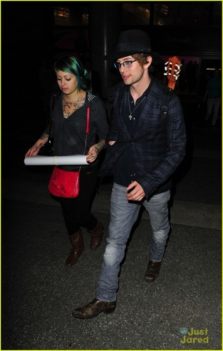 New mga litrato of Jackson at LAX (November 1)