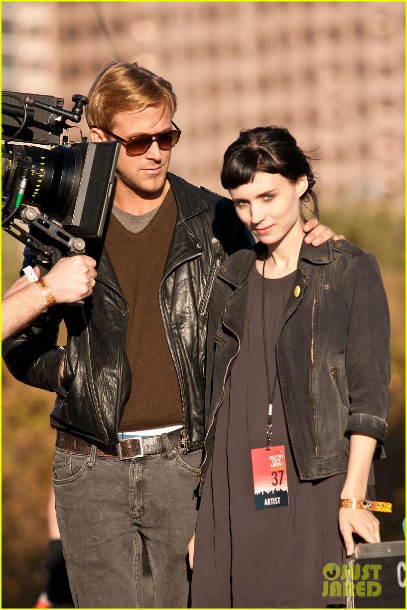 Ryan sisiw ng gansa & Rooney Mara: 'Lawless' Set Pics!