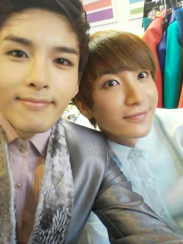 Ryeowook Selca with other SJ Members
