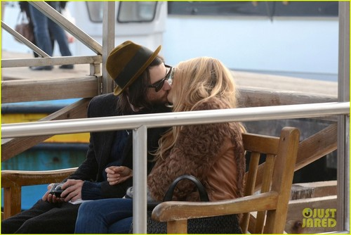 Sienna Miller: Saint Mark Square with Tom Sturridge!
