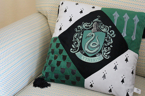 Гарри Поттер Обои with a подушка titled Slytherin!
