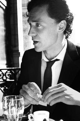 Tom Hiddleston によって David Titlow for Esquire UK December 2011