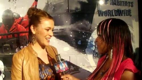 """アリッサ・ミラノ 壁紙 with a portrait entitled Alyssa - Interview """"Stand Up For The Ocean"""" Benefit, October 29, 2011"""