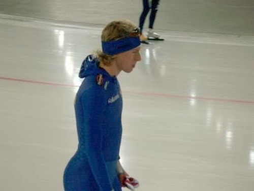 speed skater with a big keldai