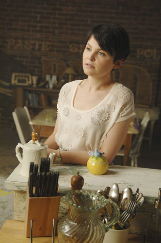 Snow White/Mary Margaret Blanchard wallpaper probably containing a bouquet entitled 1x05