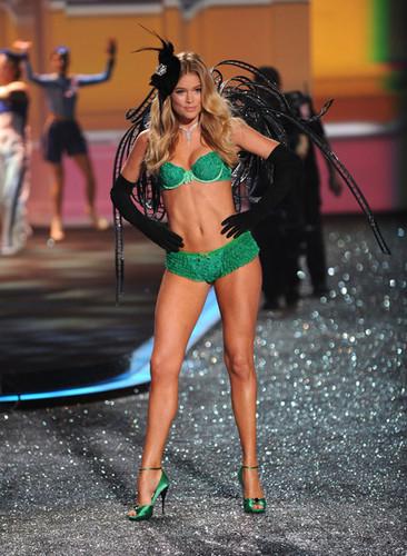 2009 Victoria's Secret Fashion 显示