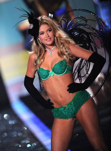 2009 Victoria's Secret Fashion ipakita