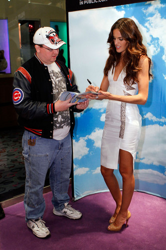 2011 SI swimsuit کا, سومساٹ Models At The Hard Rock Hotel & Casino's Hard Rock Store