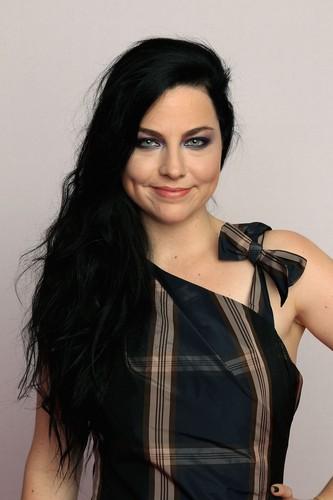 Amy Lee ~ 2011 音乐电视 EMA Portrait (HQ)