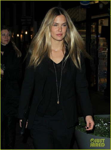 Bar Refaeli: Boujis Babe in ロンドン