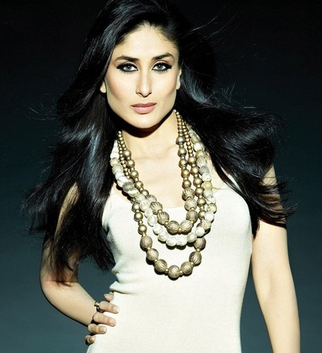 kareena kapoor fond d'écran possibly with a portrait called Bebo!