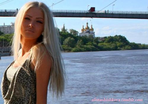 Blonde Elena