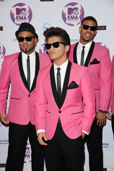 Bruno Mars EMA 2011 WIN BEST NEW ACT