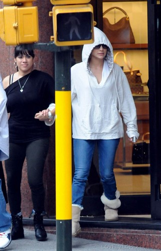 JLO -  Shopping In Buenos Aires Argentina