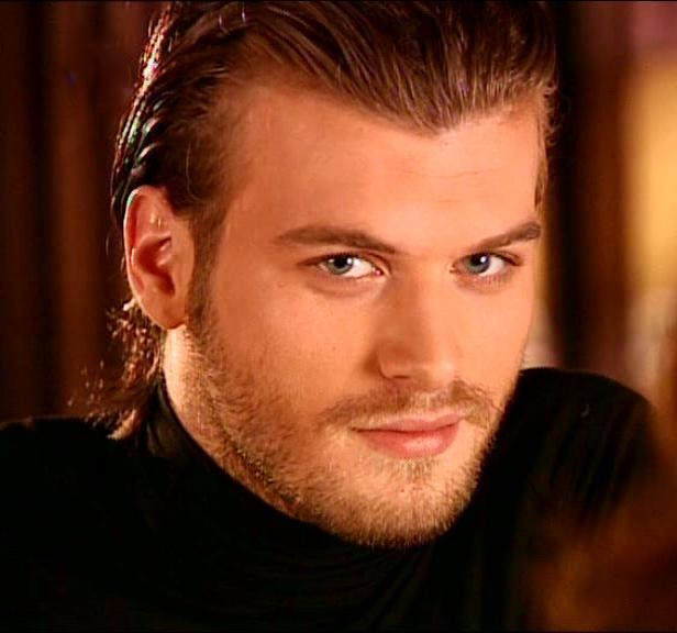 Hottest actors kıvanç tatlıtuğ turkish actor