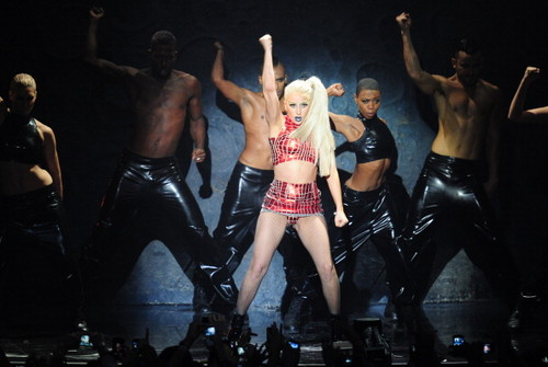 "Lady Gaga Performing ""Marry the Night"" at the 엠티비 EMA"