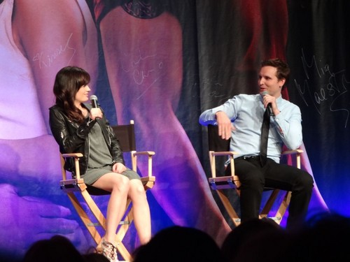 madami pics of Elizabeth at The Official 'Breaking Dawn' Twilight Convention in L.A (Nov. 5)