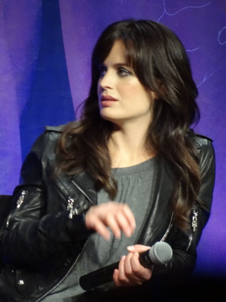 más pics of Elizabeth at The Official 'Breaking Dawn' Twilight Convention in L.A (Nov. 5)