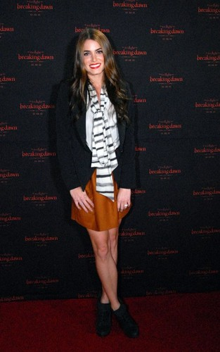 "Nikki at the ""Breaking Dawn: Part 1"" концерт Tour in Atlanta"