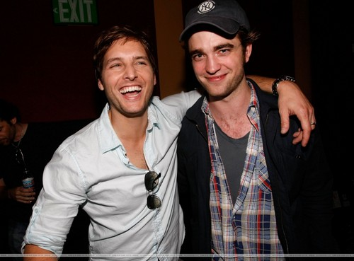 Peter Facinelli and Robert Pattinson