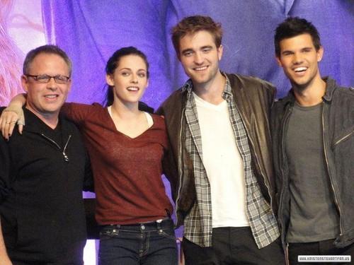 "The Twilight Saga ""Breaking Dawn Part 1"" Convention."