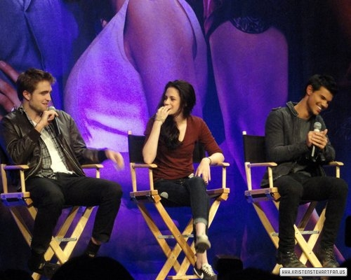 "The Twilight Saga ""Breaking Dawn Part 1"" Convention."