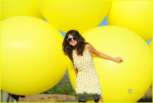 selena gomez wallpaper with a meteorological balloon entitled Selena Gomez - Hit The Lights ♥