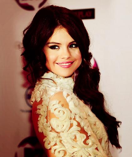 Teen Idols Hintergrund titled Selena Gomez MTV EMA 2011