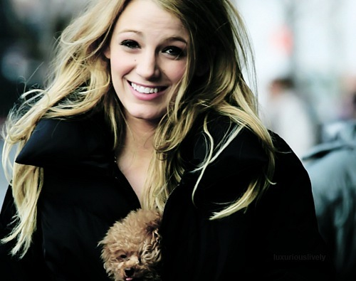 Serena van Der Woodsen karatasi la kupamba ukuta probably with a business suit and a well dressed person called Serena