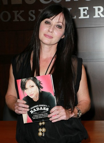 """Shannen - Book Signing For """"Badass"""" - December 14, 2010"""