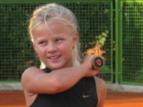 Small blond girl playing Tenis