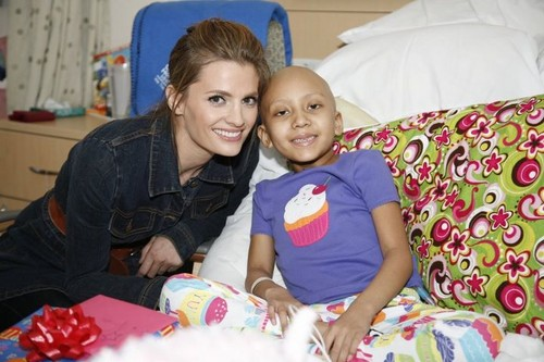 Stana at the Children's Hospital LA.