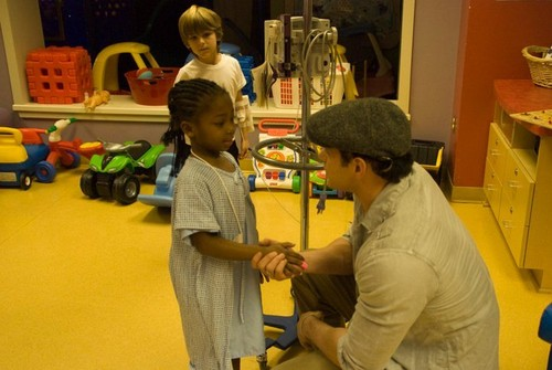 Twilight cast visits Our Lady of the Lake childrens hospital