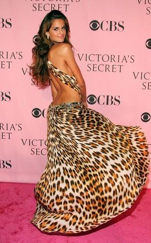 Victoria's Secret Fashion mostrar - Arrivals