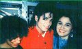 With His Fans :D - michael-jackson photo