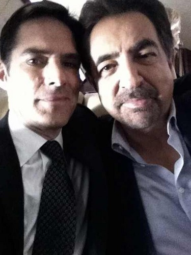 SSA Aaron Hotchner karatasi la kupamba ukuta with a business suit titled hotch and rossi