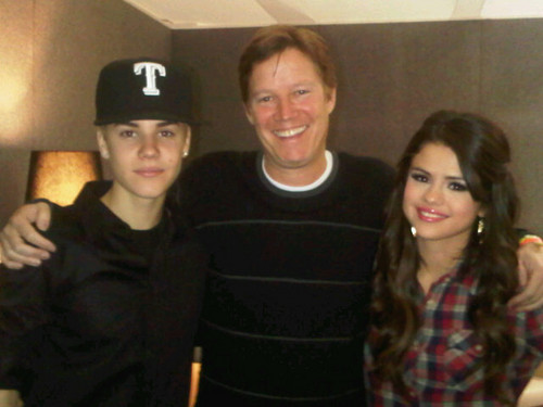 justin and selena arrive at belfast hotel