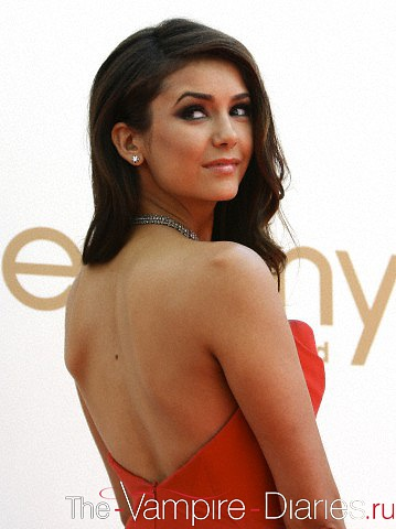 Elena Gilbert wallpaper containing a portrait called nina dobrev
