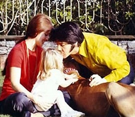 ☆ Elvis, Priscilla & Lisa Marie at Graceland